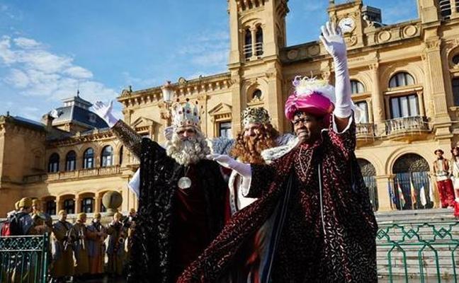 Los Reyes Magos llegarán en barca al paseo de Francia, subirán a la noria y recorrerán los barrios