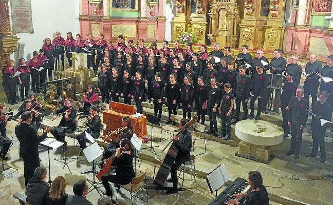 Cita navideña con los coros Loinatz y Narama, hoy en la Parroquia