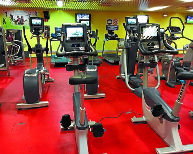 Los gimnasios de los polideportivos innovan con sus for Gimnasio irun