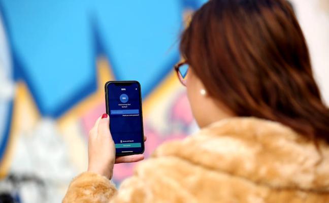 BBVA ya permite enviar dinero a otros móviles con la voz