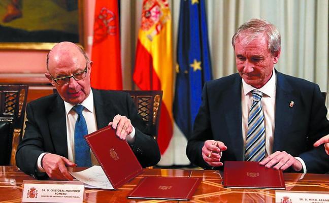 Navarra recupera 142 millones al actualizar el Convenio, siguiendo la senda del Cupo vasco