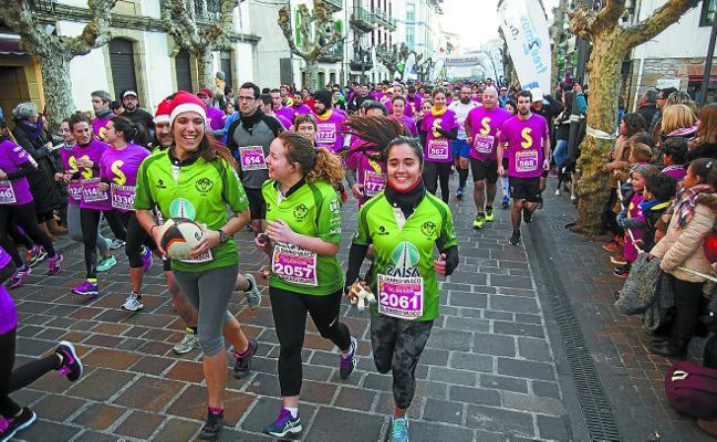 Más de dos mil personas despedirán el año corriendo en la San Silvestre