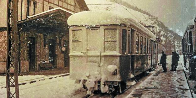 Nieve. La supresión del ferrocarril Vasco-Navarro afectó a las gentes más humildes y dejó en el paro a 305 familias de ferroviarios./DV