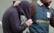 El juez imputa un delito sexual a 'el Chicle' e investiga a su mujer