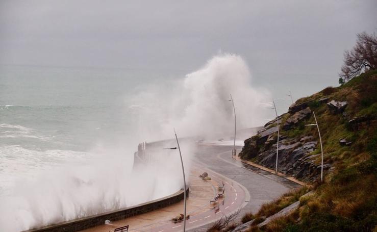 Temporal de olas en San Sebastián