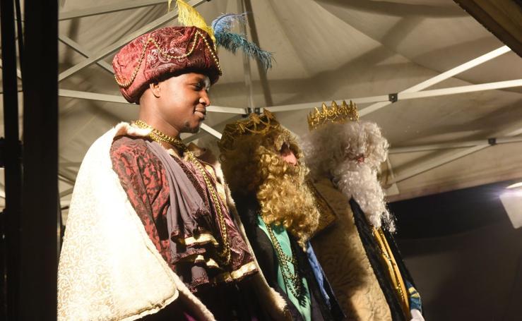 Cabalgata de los Reyes Magos bajo la lluvia en Tolosa