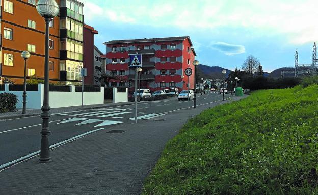 Un nuevo tramo de bidegorri se incorporará a la calle Monte Aldabe durante 2018./F. DE LA HERA