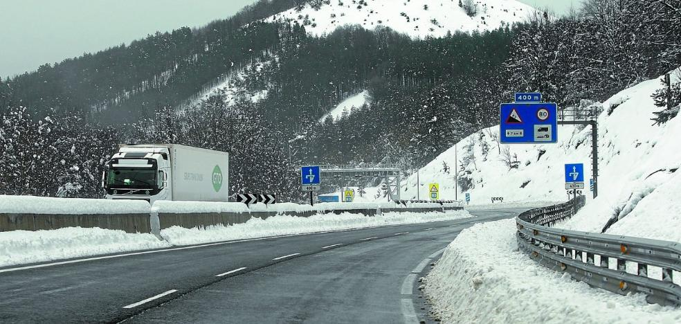 Recomiendan precaución por nieve o hielo en la N-1, N-240, AP-1 y A-15