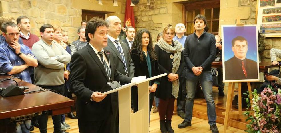 EH Bildu se descuelga a última hora del texto que tilda de «injusto y cruel» el asesinato de un concejal de Zarautz