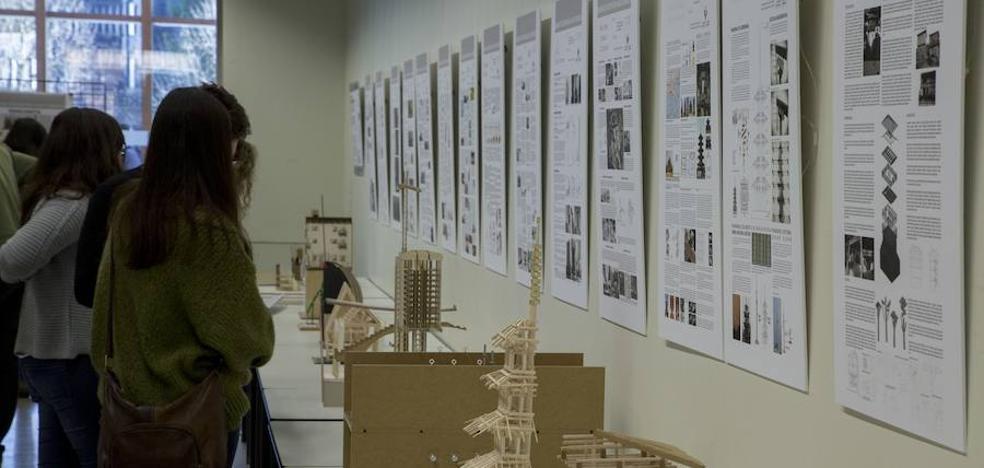 Alumnos de Arquitectura exponen en Mugak maquetas de edificios del mundo