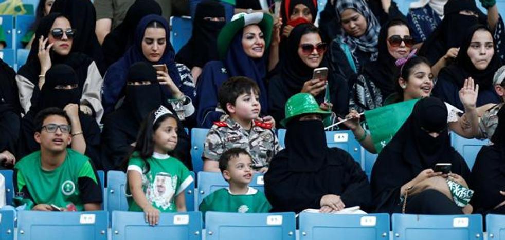 Arabia Saudí permitirá a las mujeres ir al fútbol