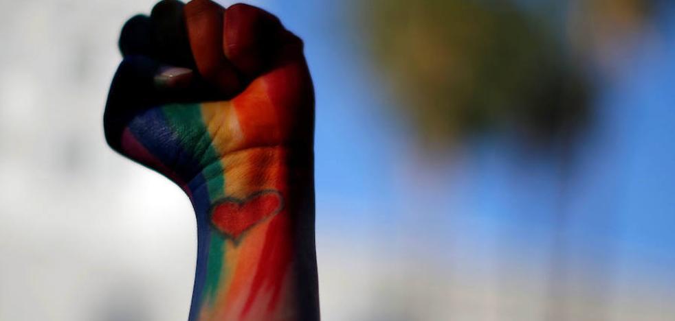 Un obispo católico alemán aboga por abrir el debate sobre las bendiciones a parejas del mismo sexo