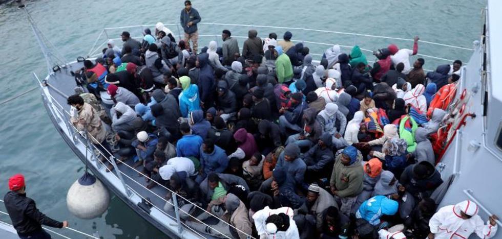 Desaparecidas cerca de cien personas tras hundirse una embarcación en las costas libias