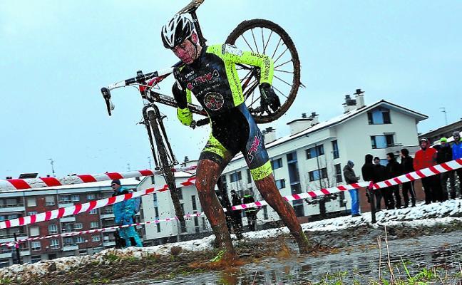 Los ciclistas locales se baten en el ciclo cross