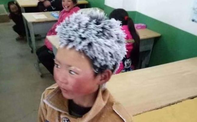 La imagen del niño con el pelo congelado que conmueve al mundo