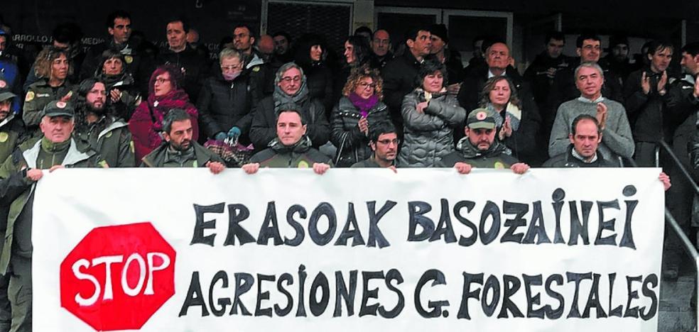 Concentración en repulsa por la agresión a un guarda forestal en Bertiz