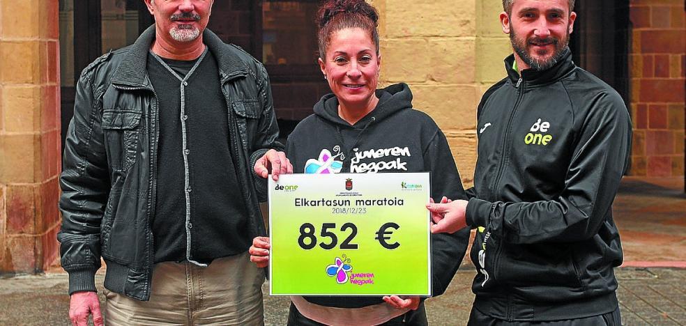 El Ayuntamiento entregó ayer 852 euros a la entidad Juneren Hegoak