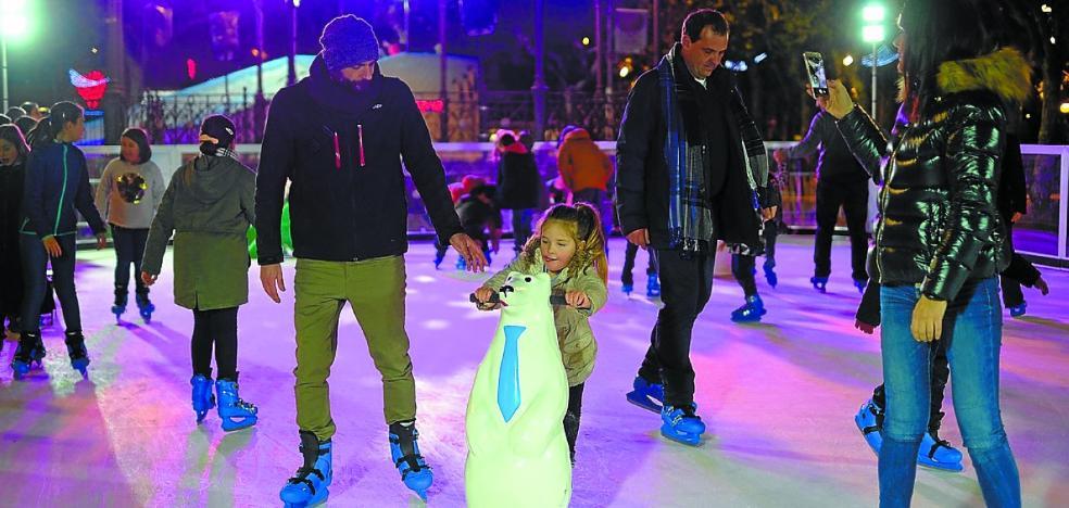Más de 7.000 personas disfrutaron de la pista de patinaje y los toboganes