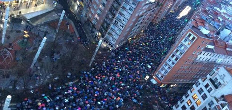 Miles de personas reclaman en Bilbao el acercamiento de los presos de ETA