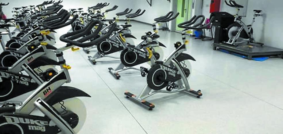 Instaladas 21 nuevas bicicletas para la sala de spinning del polideportivo