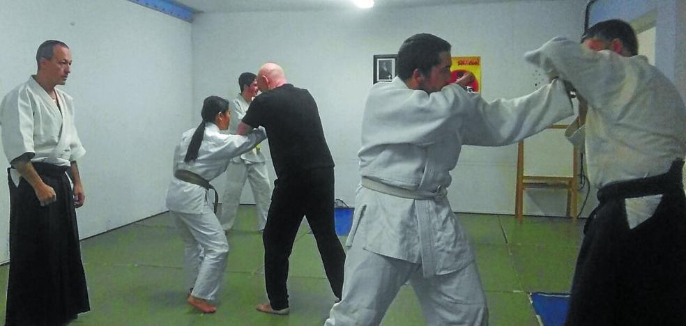 «El Aikido no es un arte marcial violento, no produce daño en el oponente»