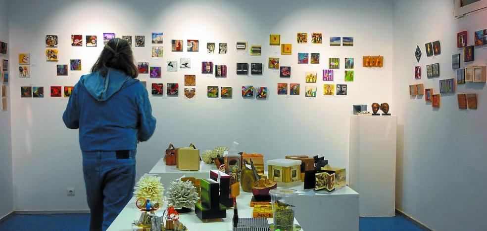La exposición '12 cm.' se despide hoy de San Pedro para viajar a Hendaia