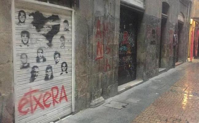 El alcalde de Bilbao arremete contra los que «llenaron de pintadas» el Casco Viejo durante la manifestación a favor de los presos