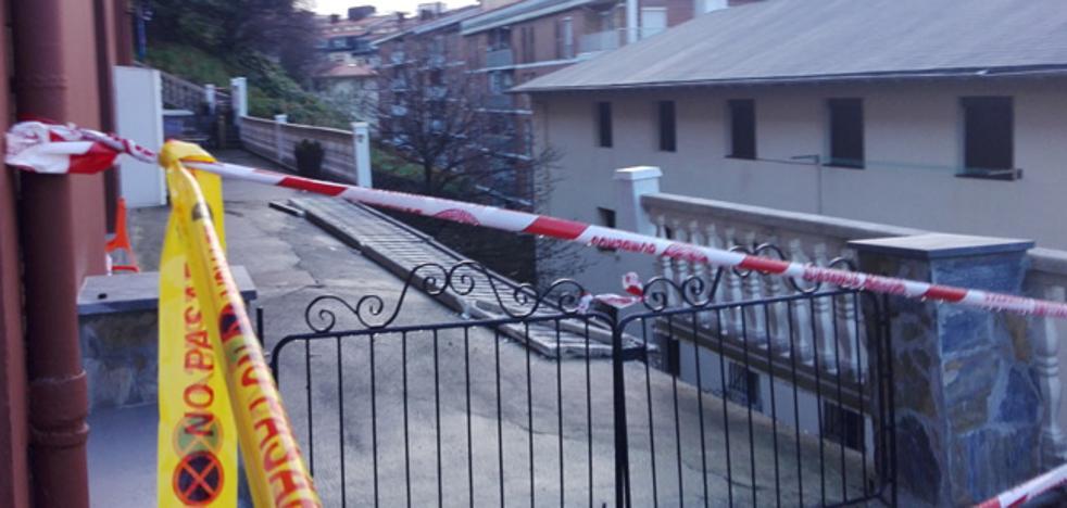 La lluvia provoca un corrimiento de tierras en Donostia