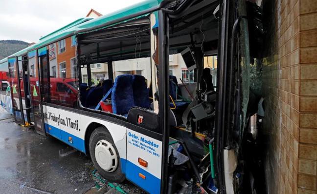 Al menos 48 heridos por un accidente de un autobús escolar en Alemania