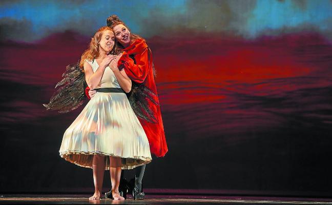 Kabia lleva al teatro el sueño de una Alicia del siglo XXI en crisis vital
