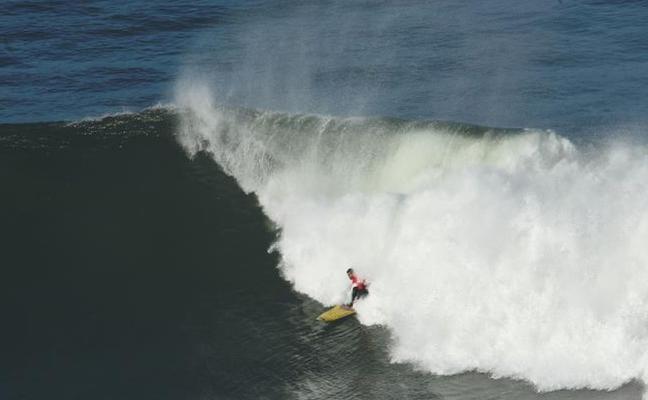Indar Unanue, ganador del campeonato de Euskadi de olas XXL