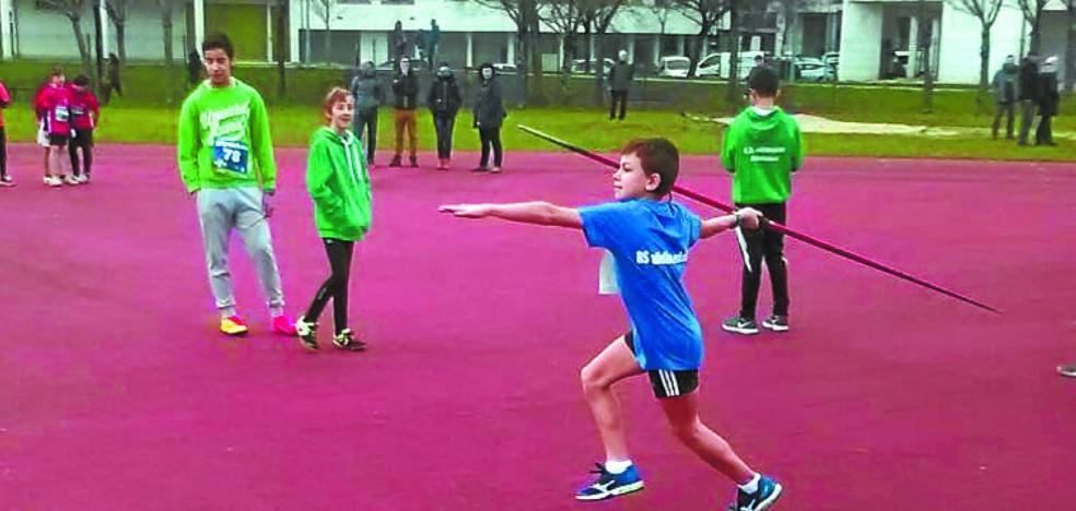 Atletas escolares participaron en las pruebas celebradas en la localidad