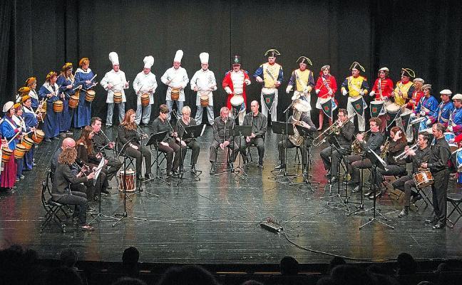 Tambores que retumban, en concierto