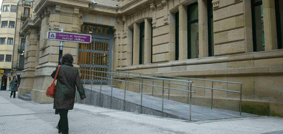 Condenan a una pareja de Gipuzkoa por vender a su hijo recién nacido por 1.150 euros