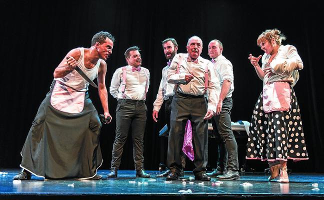 Hika Teatroa estrena hoy 'Txarriboda', un «cabaret euskaldun con mucho humor»