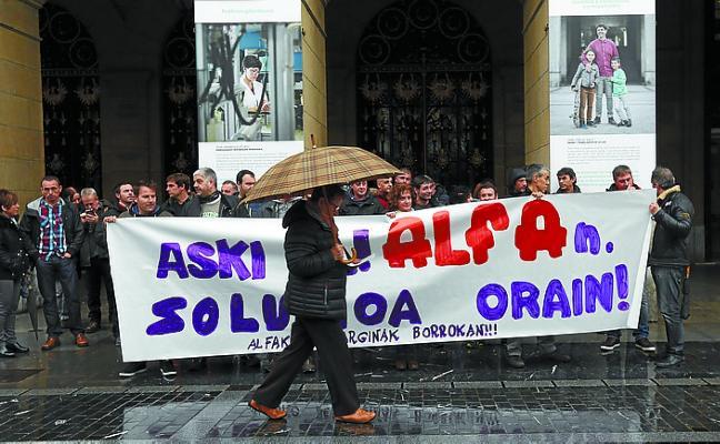 Trabajadores de Alfa PC, con la Diputación