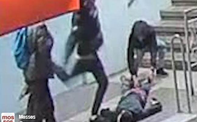 Un menor, segundo detenido por la brutal agresión en el metro de Barcelona