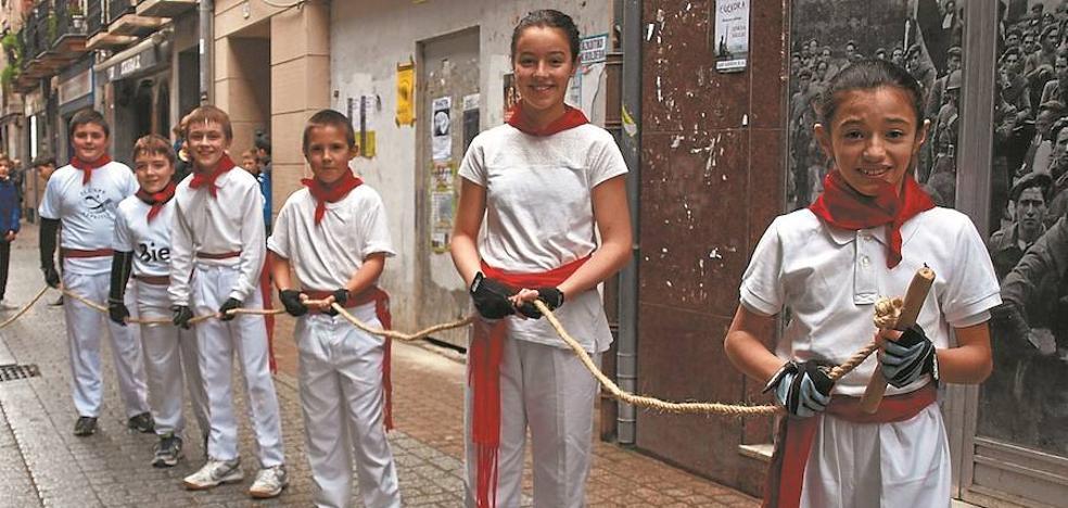 Los tambores dan paso a la sokamuturra en Azpeitia