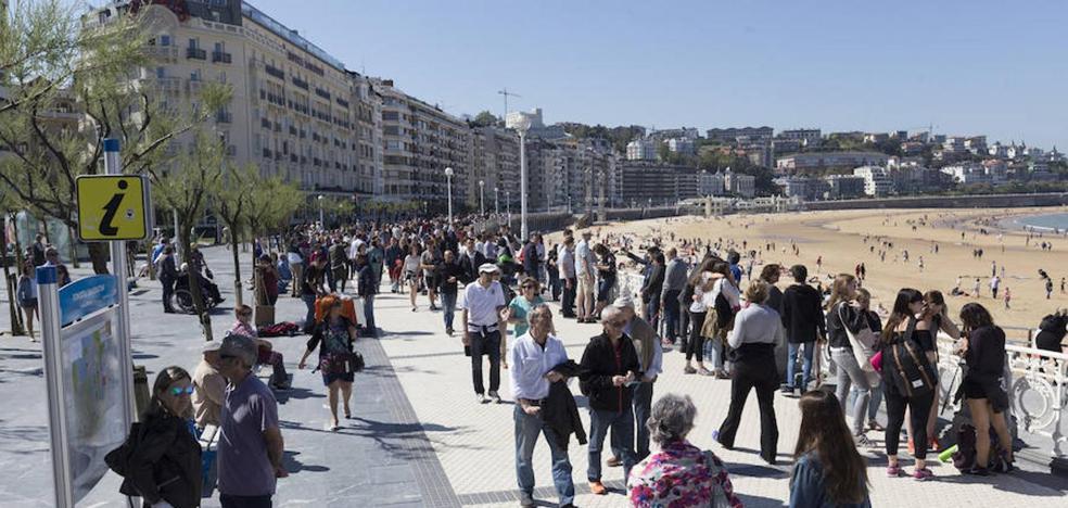 El Ayuntamiento señala que la evolución del turismo donostiarra es «moderada y sostenible»