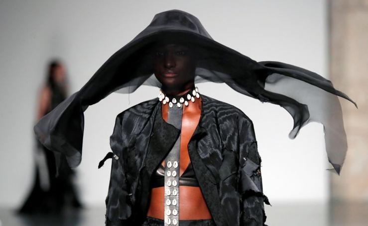 Juego de volúmenes en la moda de París