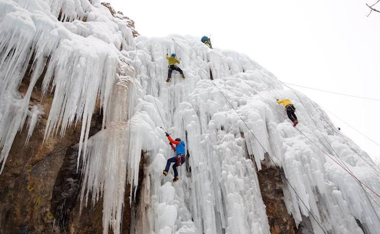 Equilibristas del hielo en Irán