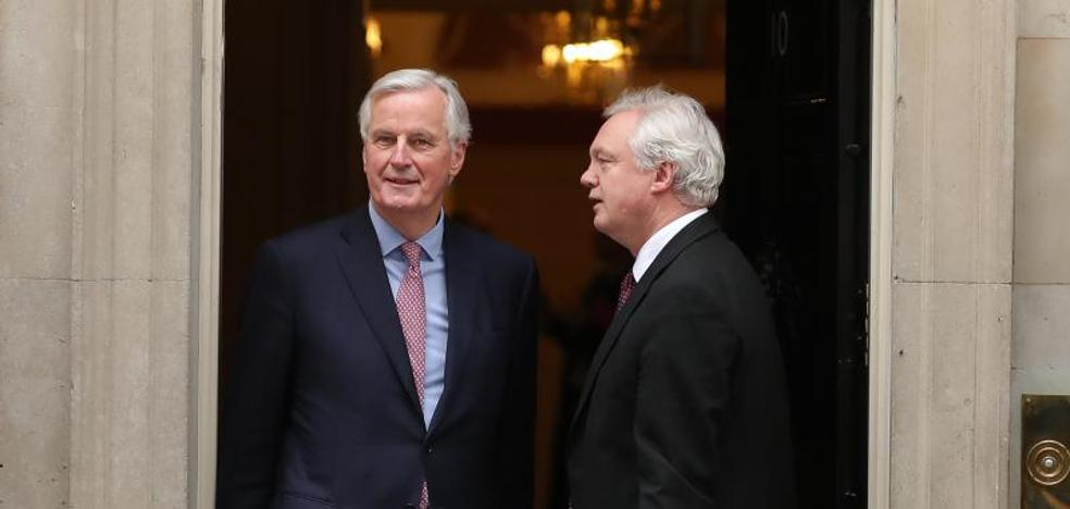 Londres mantiene ante Barnier el póker oficial sobre el futuro acuerdo