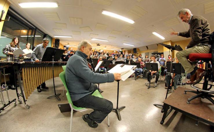 Ensayo del Orfeón y la Banda Municipal de Txistularis de Donostia