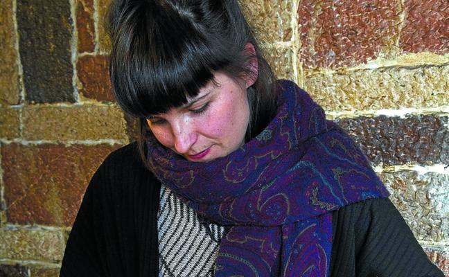 Ane Zaldibar: «Pintar me exigía un espacio que no tenía así que cogí un cuaderno»