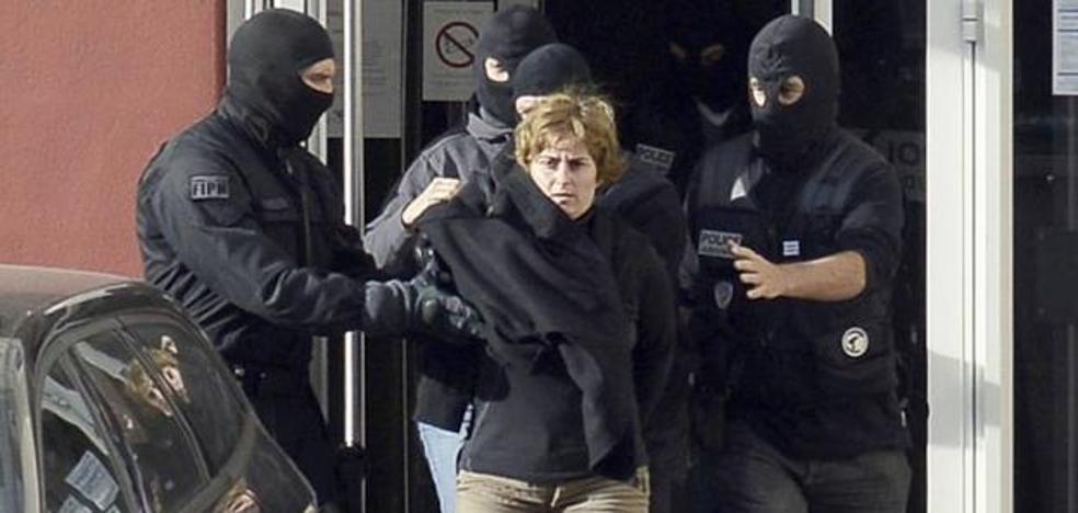 Francia condena a seis años a la etarra Izaskun Lesaka y a cinco a Joseba Iturbide
