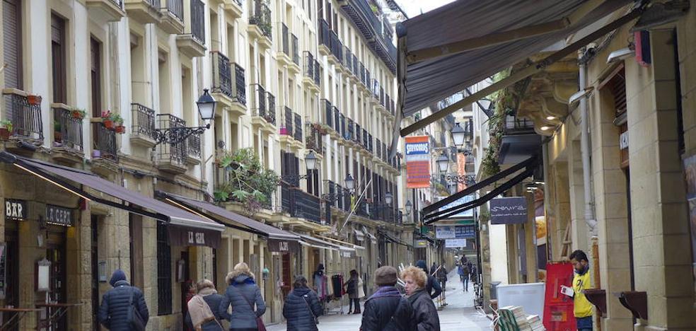 El Ayuntamiento ordena a comerciantes y hosteleros de la Parte Vieja la retirada de toldos