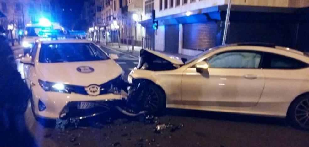 Un francés recorre en dirección contraria 1,5 kilómetros en Donostia y se estrella contra un coche patrulla