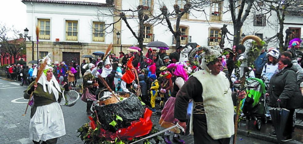La lluvia deslució la jornada de Carnaval