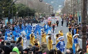 El desfile de comparsas de Donostia, suspendido por el mal tiempo
