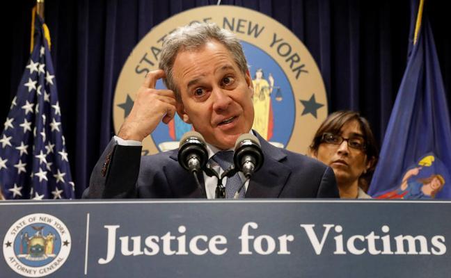 Las autoridades de Nueva York retrasan la venta de la empresa de Weinstein